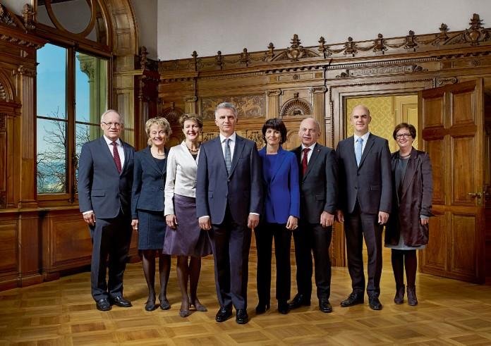 """""""Bundesrat der Schweiz 2014"""" von Swiss Federal CouncilPhotographer: Dominic Büttner & Béatrice Devènes - http://www.admin.ch/br/dienstleistungen/00094/. Über Wikimedia Commons"""