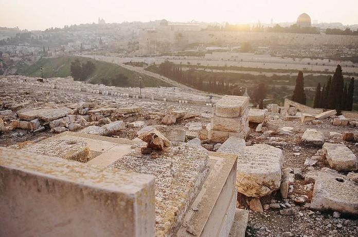 Friedhof in Jerusalem. Lizenziert unter Creative Commons Attribution-Share Alike 3.0 über Wikimedia Commons.