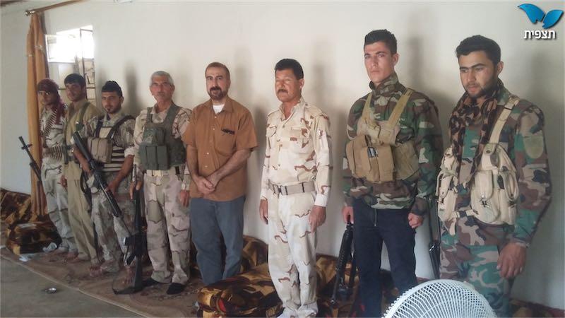 Mirza Ismail mit freiwilligen  Jeisidischen Kämpfern. Foto  Mirza Ismail/Tazpit News Agency