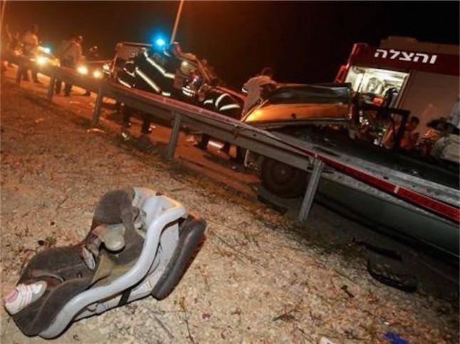 Tatort des mit Steinen beworfenen Autos, in dem die 3-jährige Adele Biton schwer verletzt worden ist und später verstarb. Foto Miri Tzahi