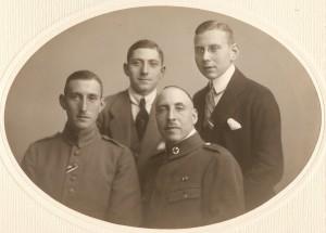 Die Vogel-Brüder, im Vordergrund die späteren Firmeninhaber Kurt (li.) und Ernst im Ersten Weltkrieg. Foto: Rolf Stürm