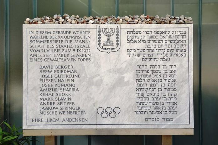 Gedenktafel in München. Foto High Contrast. Lizenziert unter CC BY 3.0 de via Wikimedia Commons.