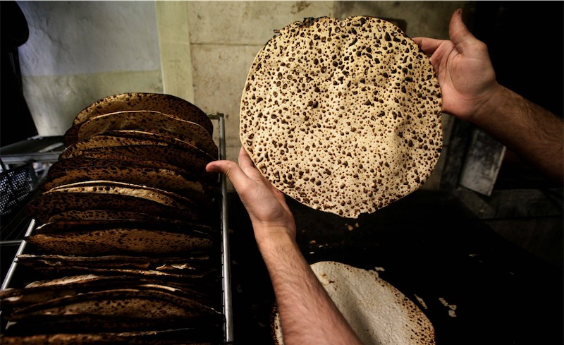 Handgemachte Shmura Mazza in Jerusalem. Foto Abir Sultan / FLASH90