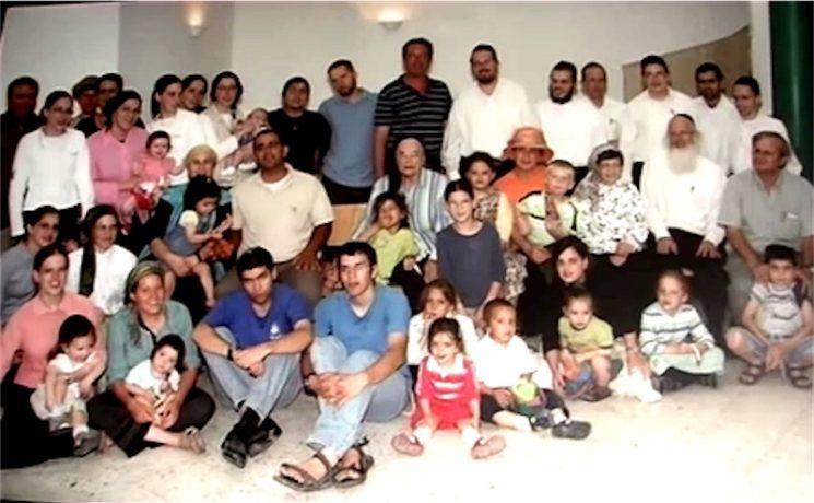 Die grosse Familie von Chana Gutman-Eschwege. Foto Screenshot Youtube / Yad Vashem