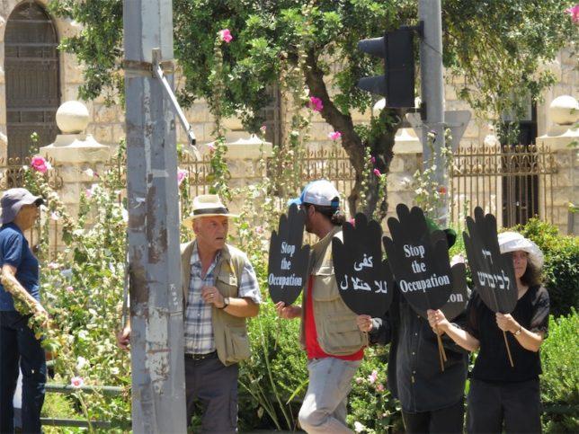 EAPPI Freiwillige demonstrieren in Jerusalem. Foto TPS