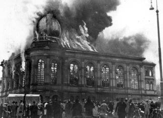 Die brennende orthodoxe Synagoge am Börneplatz in Frankfurt am Main. Foto Vashem Fotoarchiv