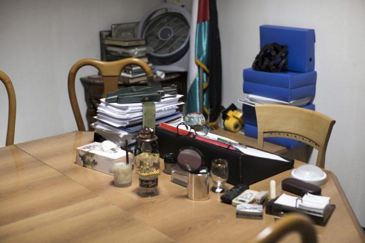 Der Schreibtisch im Arafat-Museum. Foto Alwasatnews / Twitter