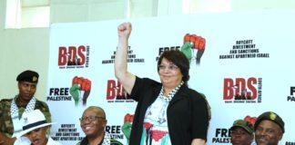 Leila Khaled, die an zwei Flugzeugentführungen der PFLP in den 60er und 70er Jahren beteiligt war, an einer BDS Veranstaltung in Südafrika. Foto PFLP / Twitter