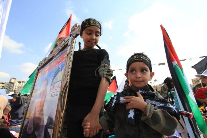 Kinder an der Kundgebung zum 29. Jahrestag der vom Iran unterstützten Bewegung Islamischer Dschihad in Palästina. Foto Paltoday