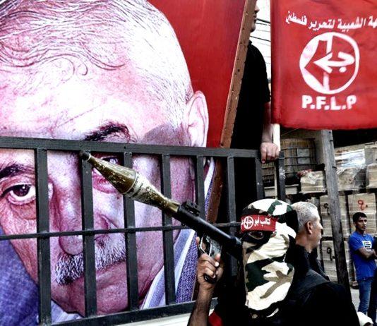 """""""Aktivisten"""" vor einem Bild des PFLP-Gründers George Habasch. Foto PFLP / Twitter"""