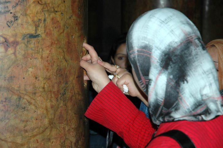 Muslimische Frauen in der Geburtskirche (Foto: U. Sahm)