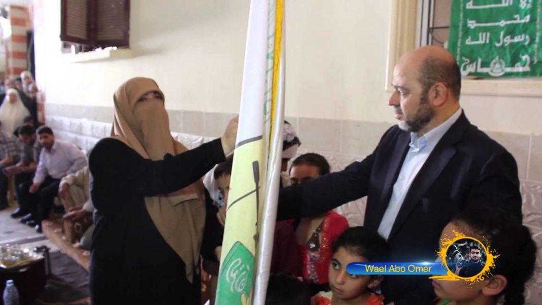 Visum für einen Umstrittenen. Mousa Abu Marzouk, der als nächster Hamas-Chef gehandelt wird, konnte offenbar problemlos in die Schweiz einreisen. Hier zu Besuch bei der Mutter eines