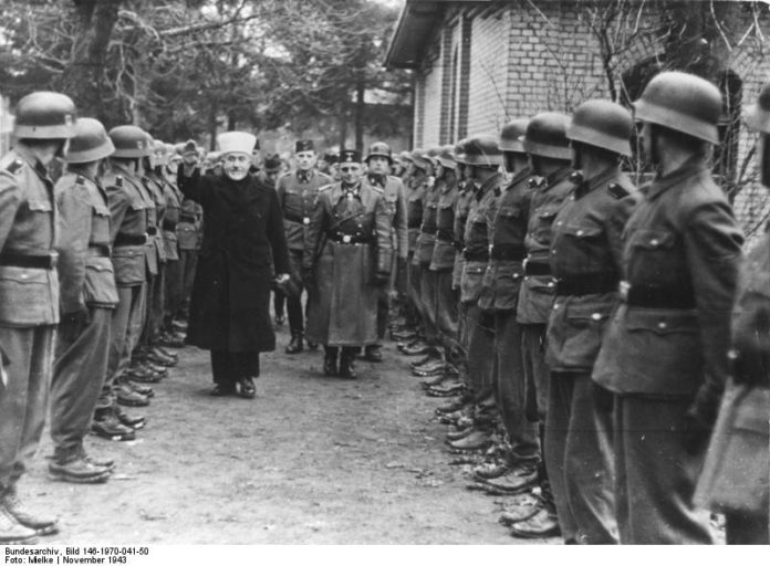 Der Grossmufti von Jerusalem bei den bosnischen Freiwilligen-Verbänden der Waffen-SS. Foto Bundesarchiv, Bild 146-1970-041-50 / Mielke / CC-BY-SA 3.0, CC BY-SA 3.0 de, Wikimedia Commons.
