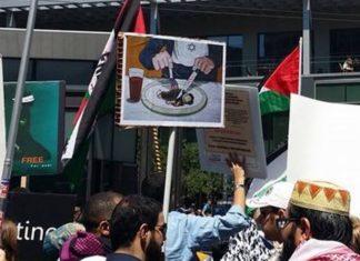 Die Legende vom Ritualmord auf einem Kundgebungsplakat gegen Israel. Foto Twitter