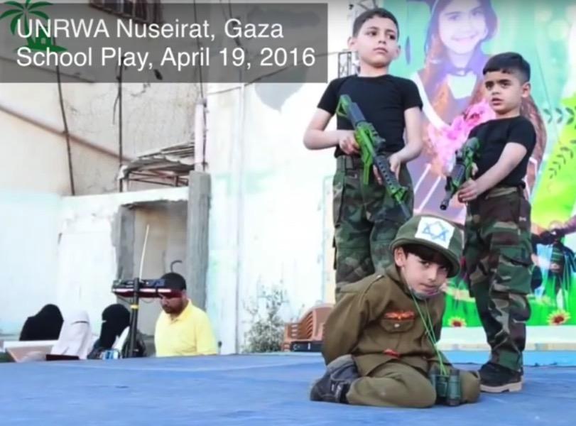 Kinder-Theateraufführung an einer UNRWA Schule in Gaza im April 2016. Foto Screenshot Youtube.