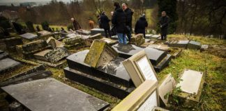 Schändung des jüdischen Friedhofs in Februar 2015 in Sarrre-Union, Frankreich. Foto Claude Truong-Ngoc / Wikimedia Commons, CC BY-SA 3.0.