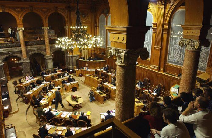 Ständeratssaal. Foto www.parlament.ch / Peter Mosimann, Attribution, Wikimedia Commons .