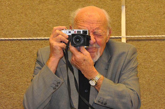 David Rubinger war ein israelischer Fotograf und Fotojournalist, der Israels Geschichte seit der Staatsgründung in aussagekräftigen Bildern festgehalten hat. Foto  Shmuel.browns - Eigenes Werk, CC BY-SA 3.0, Wikimedia Commons.