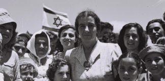 Israel wählte den ersten weiblichen Regierungschef in der Geschichte – Golda Meir – die nicht verwandt mit einem männlichen politischen Anführer war. Foto Teddy Brauner, 24. Juli 1950, GPO.