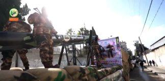 Bewaffnete Hamas-Milizen bei einer Parade mit einem auf einem Fahrzeug montierten Raketenwerfer im Dezember 2016 in Gaza. Foto Screenshot Youtube / Hamas
