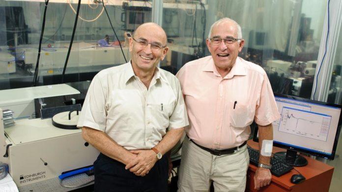 Avigdor Scherz und Yoram Salomon vom Weizmann-Institut für Wissenschaften in Rechovot. Foto Weizmann-Institut