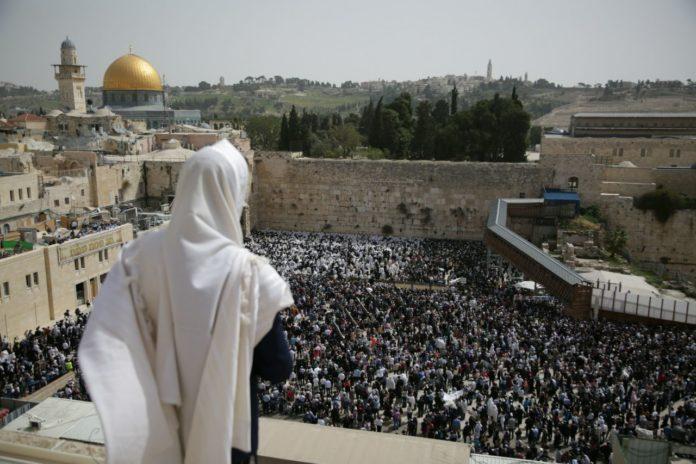 Tausende zum Feiertags-Segen an der Klagemauer in Jerusalem. Foto Aharon Krohn/TPS