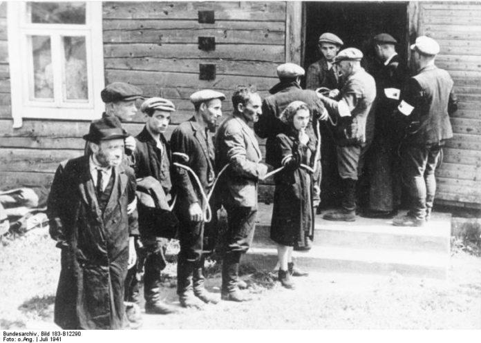 Juli 1941. Nach der Besetzung der Litauischen SSR wurden die Juden von der litauischen
