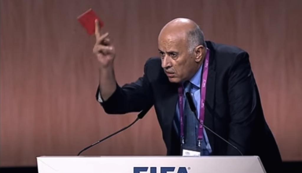 Rote Karte für Jibril Rajoub. Foto Screenshot Youtube
