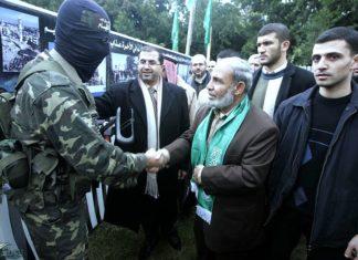 Der Mitbegründer der Hamas, Mahmoud al-Zahar (rechts). Foto /Twitter/ PALDF