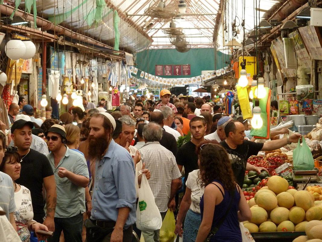 Mahane Yehuda Markt in Jerusalem. Foto deror_avi, CC BY-SA 3.0, Wikimedia Commons.