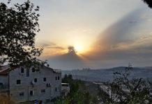 Die Sonne über Efrat. Foto Yair Aronshtam, CC BY-SA 2.0, Wikimedia Commons.