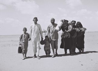 Jemenitische Juden auf dem Weg in ein Flüchtlingslager, 1949. Foto Kluger Zoltan - Israeli National Photo Archive, Public Domain, Wikimedia Commons.