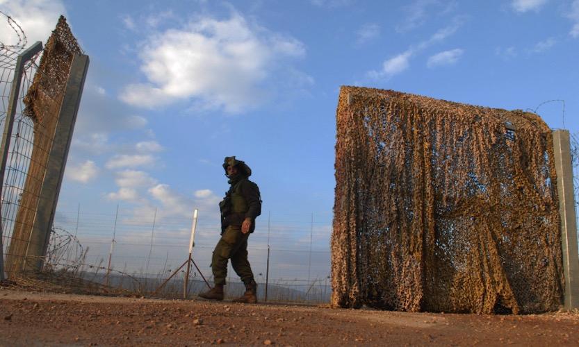 Ein Soldat an der Grenze zwischen Israel und Libanon. Foto Hamad Almakt/Flash 90