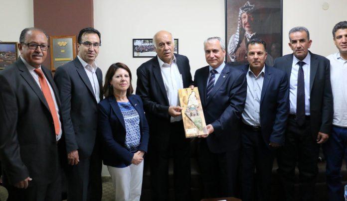 """Für die Newsweek erkennt Jibril Rajoub Israel an; Für die Palästinenser macht Rajoub aus ganz Israel """"Palästina"""". Foto Facebook.com / Jibril Rajoub"""