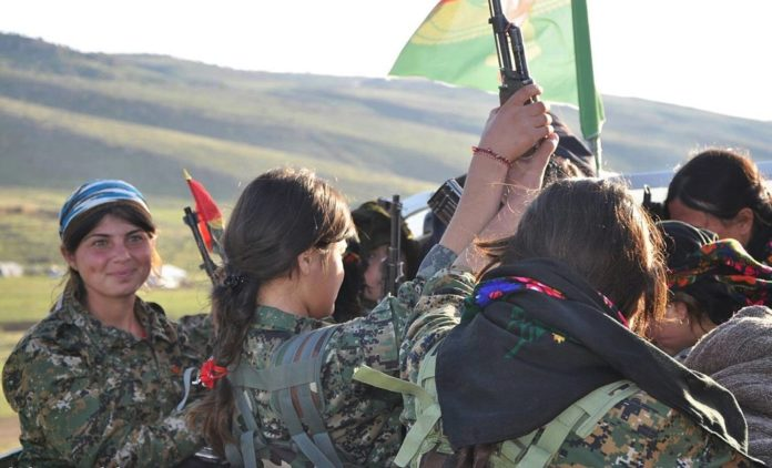 Foto Kurdishstruggle - Yezidi YBŞ Fighters, CC BY 2.0, Link