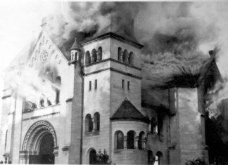 Die brennende Synagoge in Siegen. Foto Yad Vashem Photo Archives 136BO9.