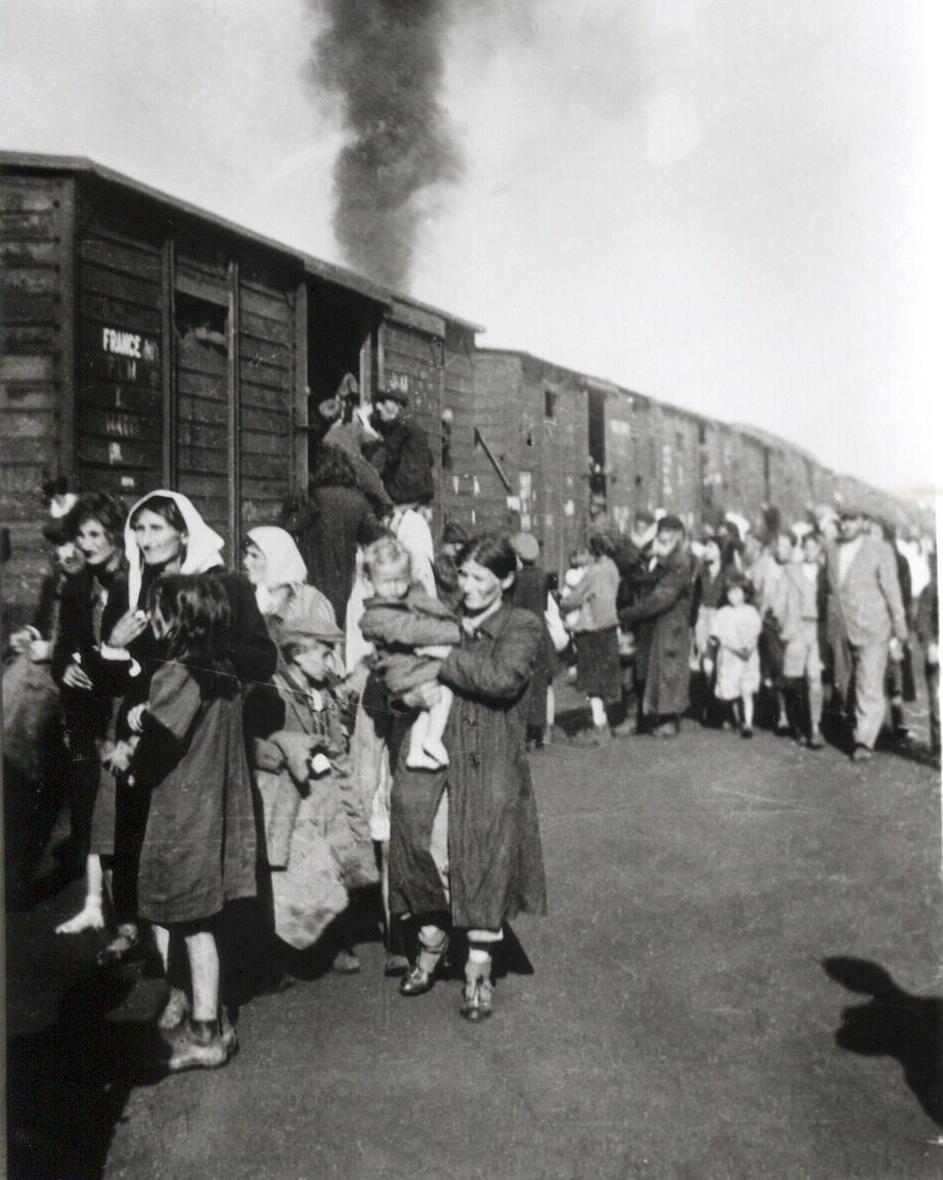 Deportation polnischer Juden in das Vernichtungslager Treblinka aus dem Ghetto in Siedlce. Foto von Unbekannt / Institute of National Remembrance, Gemeinfrei, https://commons.wikimedia.org/w/index.php?curid=33270421