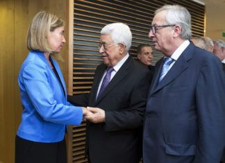 Federica Mogherini, Mahmoud Abbas, und Jean-Claude Juncker. Foto European External Action Service / https://www.flickr.com/photos/eeas/27386663833/in/album-72157669416247520/, (CC BY-NC 2.0)