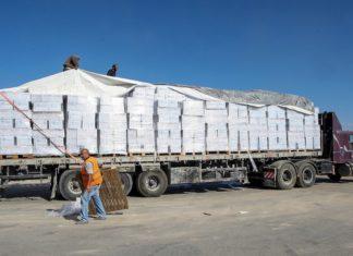 Symbolbild. Ein Lastwagen beladen mit Hilfsgütern, der von Israel über die Kerem-Shalom-Grenze in Rafah im südlichen Gazastreifen angekommen ist. Foto Abed Rahim Khatib/ Flash90