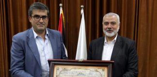Der Schweizer EDA-Vertreter Roland Steininger erhielt im November 2017 von politischen Leiter der Hamas, Ismail Haniyeh als Geschenk ein Gemälde mit dem sog. Felsendom in Jerusalem. Foto Hamas