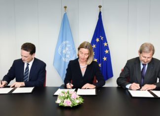 Symbolbild. Die Hohe Vertreterin der EU/Vizepräsidentin Federica Mogherini, EU-Kommissar Johannes Hahn und UNRWA-Generalkommissar Pierre Krähenbühl unterzeichnen die Gemeinsame EU-UNRWA Erklärung 2017-2020. Europäische Union, 2017 / Foto EC - Audiovisueller Dienst