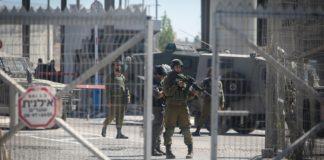 Israelische Sicherheitskräfte bewachen den Qalandiya Checkpoint bei Ramallah. Foto Flash90