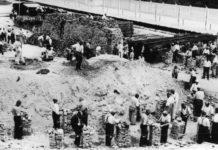 Zwangsarbeiter im KZ Dachau, 1938. (Bild 152-27-19A/Friedrich Franz Bauer/Deutsches Bundesarchiv)