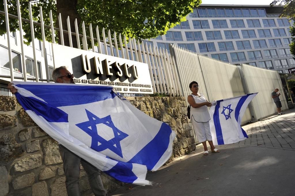 Demonstration gegen die UNESCO in der Nähe des Pariser Hauptsitzes der Kulturbehörde am 17. Juli 2017. Foto Serge Attal/Flash90