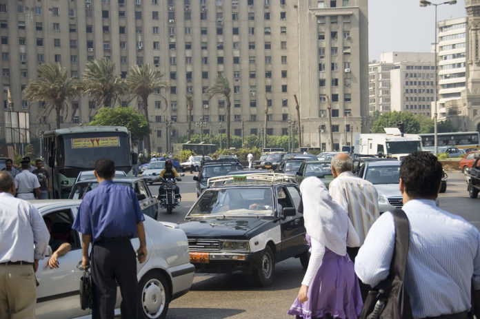 Tahrir Square in Kairo. Foto David Evers from Amsterdam, Netherlands - Midan Tahrir, CC BY 2.0, https://commons.wikimedia.org/w/index.php?curid=10458148