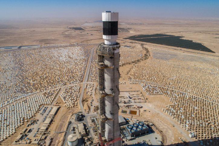Die thermische Solaranlage Ashalim,die derzeit im Negev gebaut wird. Foto Megalim Solar Power LTD