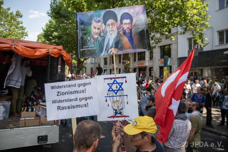 Judenhass am Al Qudstag-Marsch 2018 in Berlin. Foto Jüdisches Forum für Demokratie und gegen Antisemitismus e.V. (JFDA) www.jfda.de