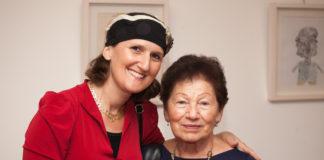 Aviva Silberman-Teplitz mit einer Shoa-Überlebenden.Foto zVg