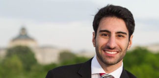 """Khashayar """"Shay"""" Khatiri sagt, dass er aufgrund seiner Erfahrungen mit jüdischen Freunden und Mentoren ermutigt wurde, Geld für die Pittsburgh's Tree of Life Synagoge zu sammeln. Foto Khatiri/JTA"""