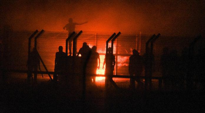 Palästinensische Randalierer zerstören den Kerem Shalom Grenzübergang, der für den Transfer von Hilfsgütern und Ware aus Israel in den Gazastreifen verwendet wird, am 4. Mai 2018. Foto IDF/Flickr